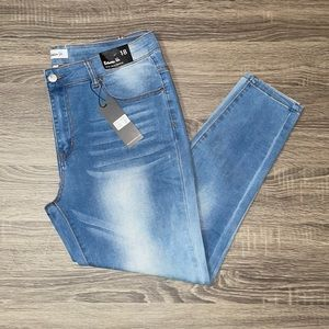 🌻Between Us Mia Ultra Skinny Jeans Size 18 NWT